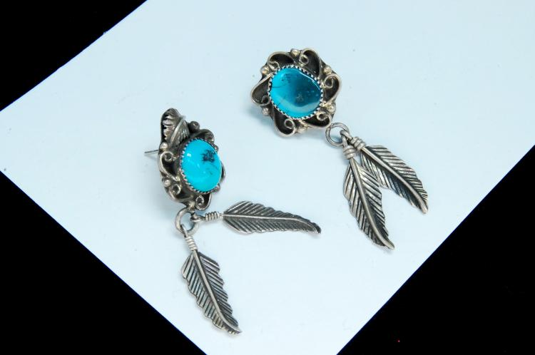 Lot 107: Vintage 5.6g Sterling Turquoise Navajo Earrings