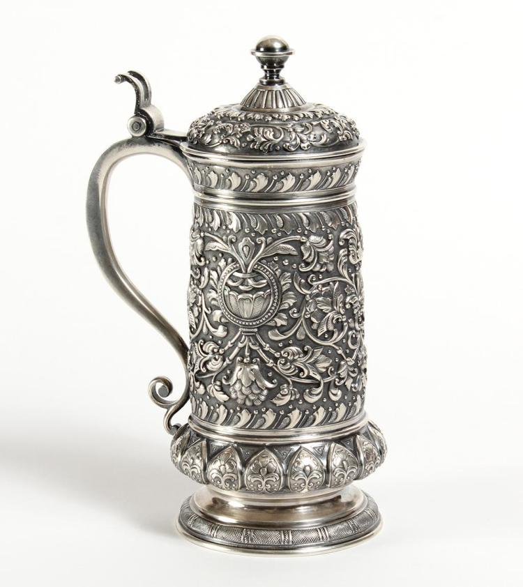LARGE TIFFANY & CO.SILVER RUSSIAN TANKARD A. KUZMICHEV 88 Zol. - 1892 - One large art-nouveau style tankard with niello chasing and...