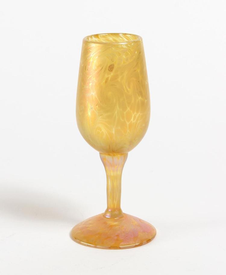 LUNDBERG STUDIOS AURENE TAPERED WINE GLASS - Clear with mottled and swirled aurene