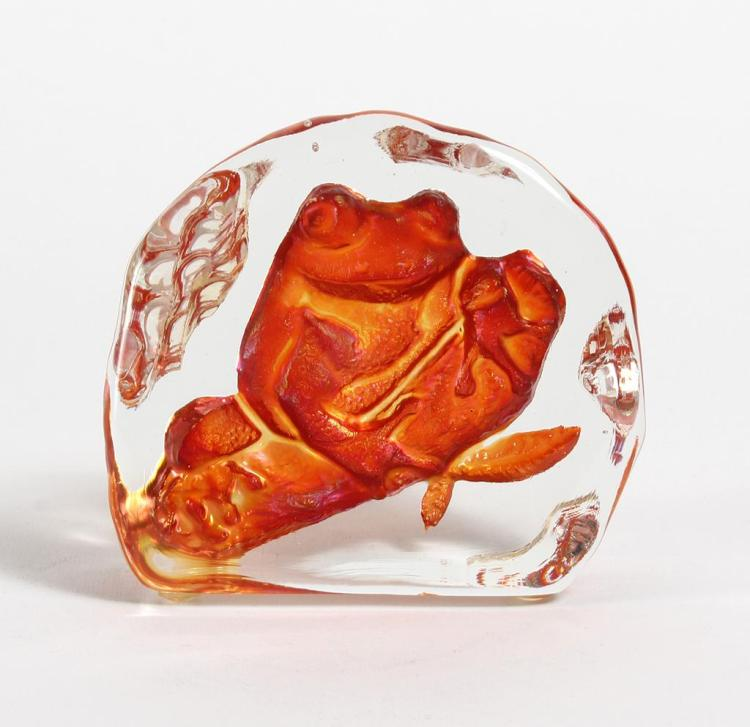 SUNCAST LUNDBERG / EARTHART FROG PAPERWEIGHT  - Shaped as a rock, the face larger than the back