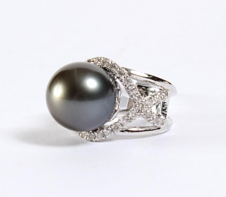 TAHITIAN CULTURED BLACK PEARL & DIAMOND RING - The 14 kt white gold setting has a bright polish. The 14.0 mm Tahitian cultured black...