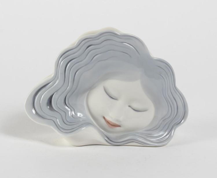 LLADRO WATER DREAMER VASE 5633 - Porcelain; artist Alfredo Ruiz.Issue year 1989; retirement year 1990. With brochure but no box. Goo...