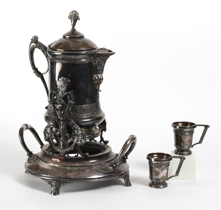 VICTORIAN SILVER PLATED TILTING PITCHER AND CUPS - 19th century 2nd half - Includes a large silver plated tilting water pitcher and...