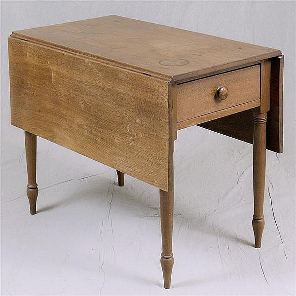 DROP-LEAF TABLE - Antique American walnut with rectangular top