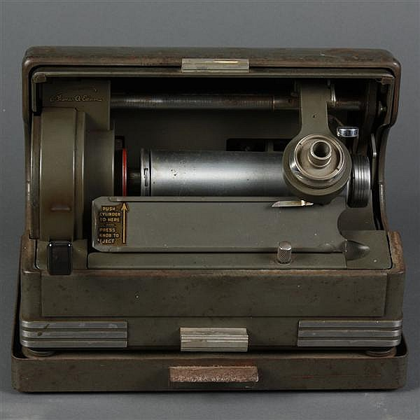 THOMAS EDISON DICTAPHONE FOR WAX CYLINDER - Portable ediphone machine for wax cylinders in gray metal case. Missing tube and speaker...