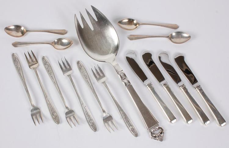 Sterling silver flatware 15 pc including 6 cocktail fork for Canape cocktail spoons