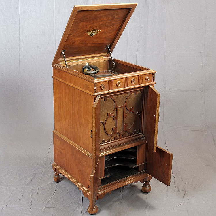 Victrola Cabinet Vv47 With Orthophonic Reproducer Complete