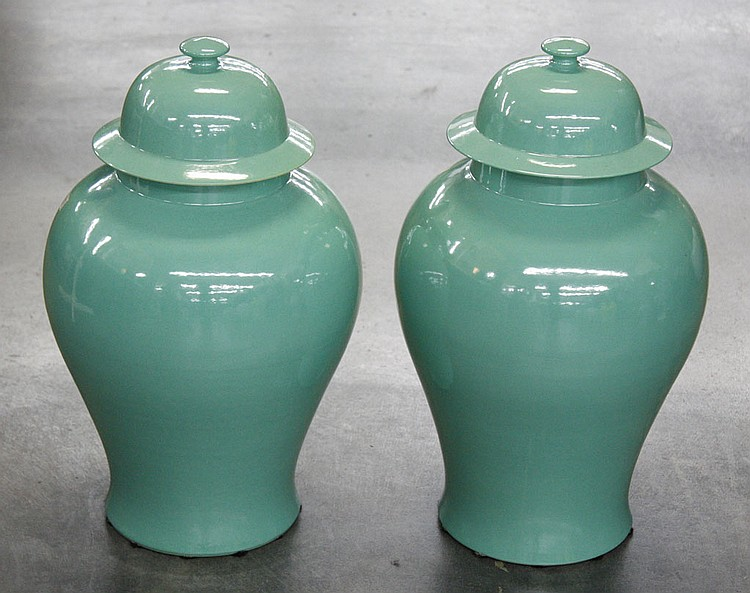 PAIR OF CHINESE PORCELAIN GINGER JARS - Pair of decorative aqua Chinese porcelain ginger jars with lids. Condition good. 17.5