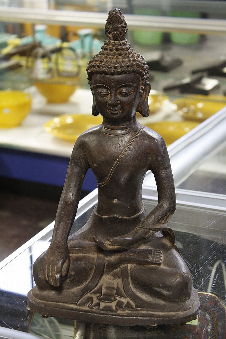 CAST METAL SEATED BUDDHA - Buddha with snail shell hair in Abhaya mudra. Condition good. 15.5