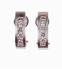 Pair of Portuguese 19,2kt gold, earrings set with 8 brilliant cut diamonds.