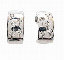Pair of Portuguese 19.2 kt. gold earrings with 10 diamonds, total approx. weight 0.80 cts.
