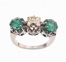 Platinum ring with 2 round emeralds and 1 brilliant cut diamond, total approx. weight 1.46ct.