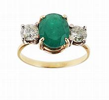 19.2 Kt gold ring, set with one oval emerald with approx.: 1.25 ct and 2 brilliant cut diamonds with total weight approx.: 0.50 ct. Hallmarked.