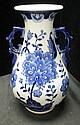 CHINESE PORCEALIN BLUE & WHT DOUBLE HANDLE VASE