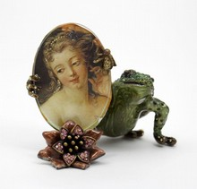 JAY STRONGWATER FIGURAL FROG PICTURE FRAME