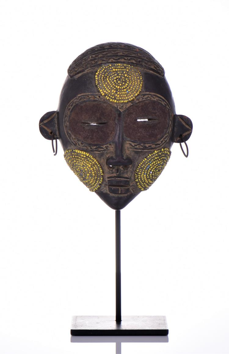Exhibition Stand Wikipedia : African boudu pottery mask with yellow beads