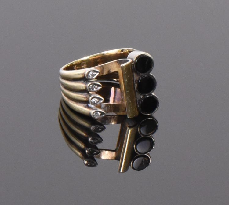 14k Gold Ring With Onyx And Diamonds.  Weight: