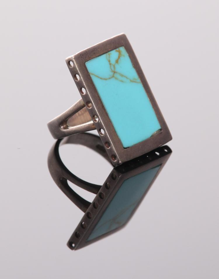 Vintage sterling silver and turquoise ring. Fl