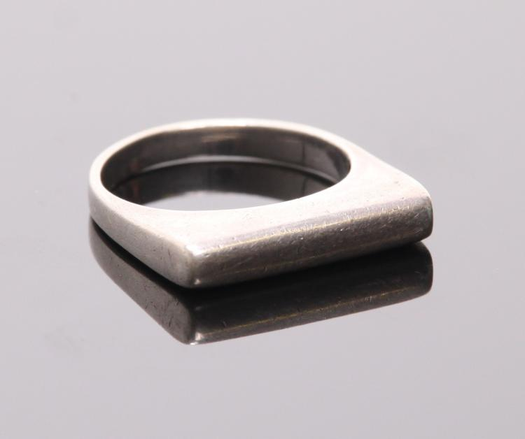Antique sterling silver flat bar ring. Ring Si