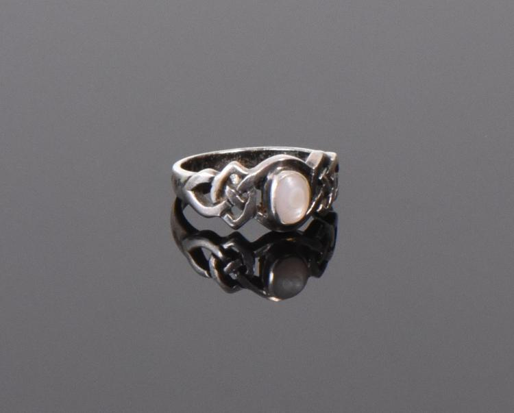 Mother Of Pearl Sterling Silver Ring. Ring Si