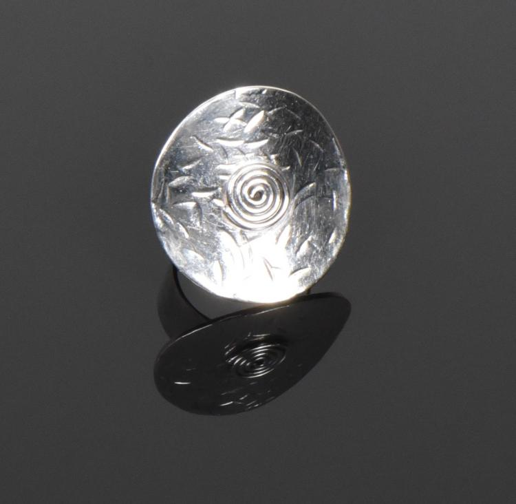 Sterling Silver Ring. Ring Size: 7 Silver Test