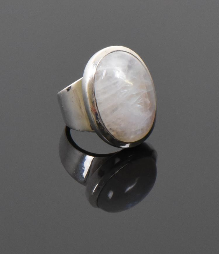 Vintage Oval Cut Moonstone Sterling Silver Rin