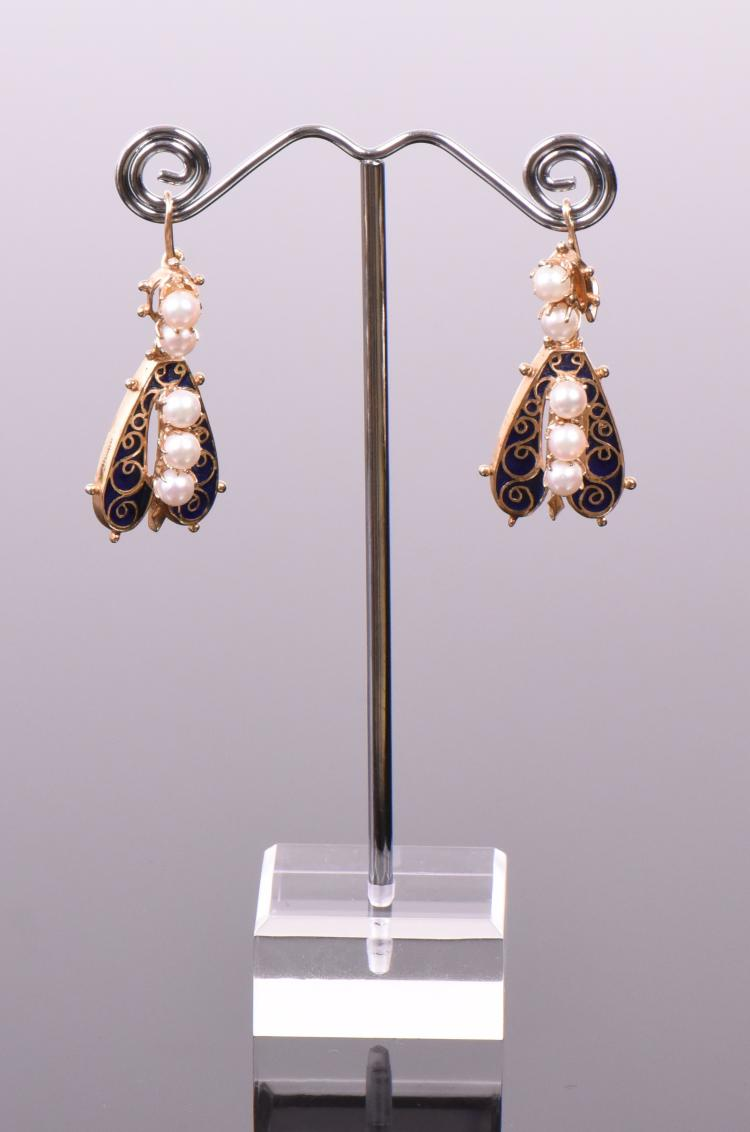 14k Gold And Pearl Earrings. Weight: 0.40oz Go