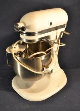 Kitchen Aid model K5SS 325 watt heavy duty white kitchen mixer various beaters and bowl