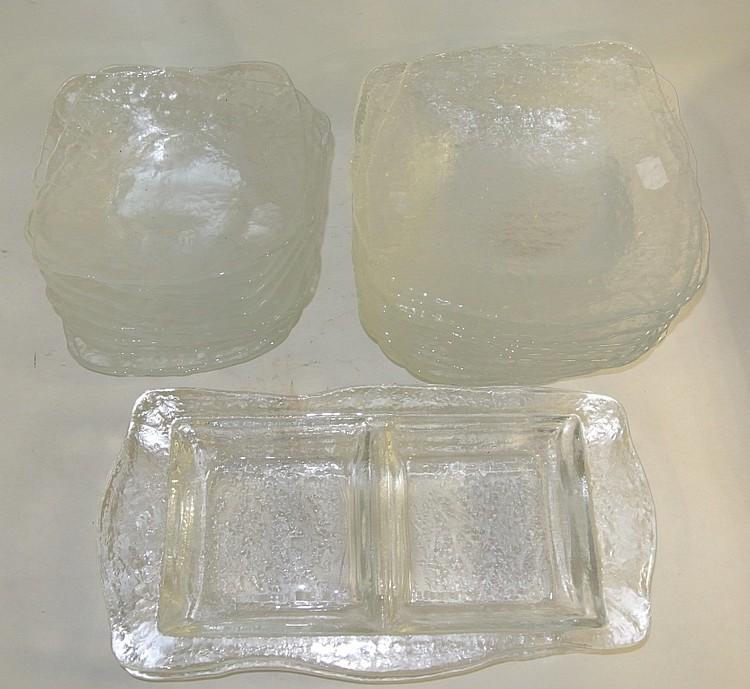 Service de table en verre moul comprenant 12 grandes assi for Service de table en verre