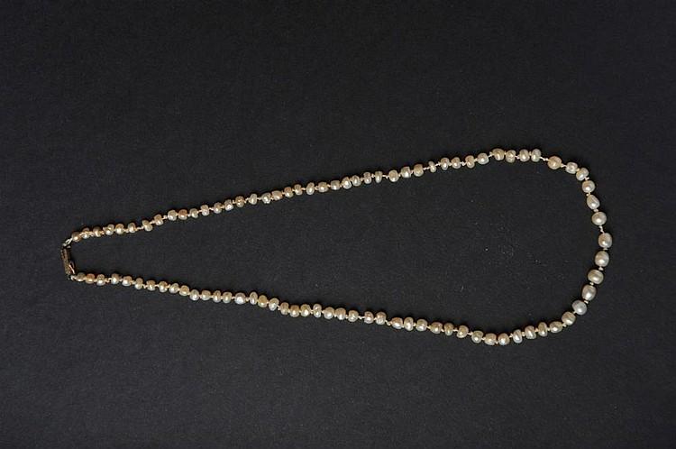collier de 91 perles fines baroques. Black Bedroom Furniture Sets. Home Design Ideas