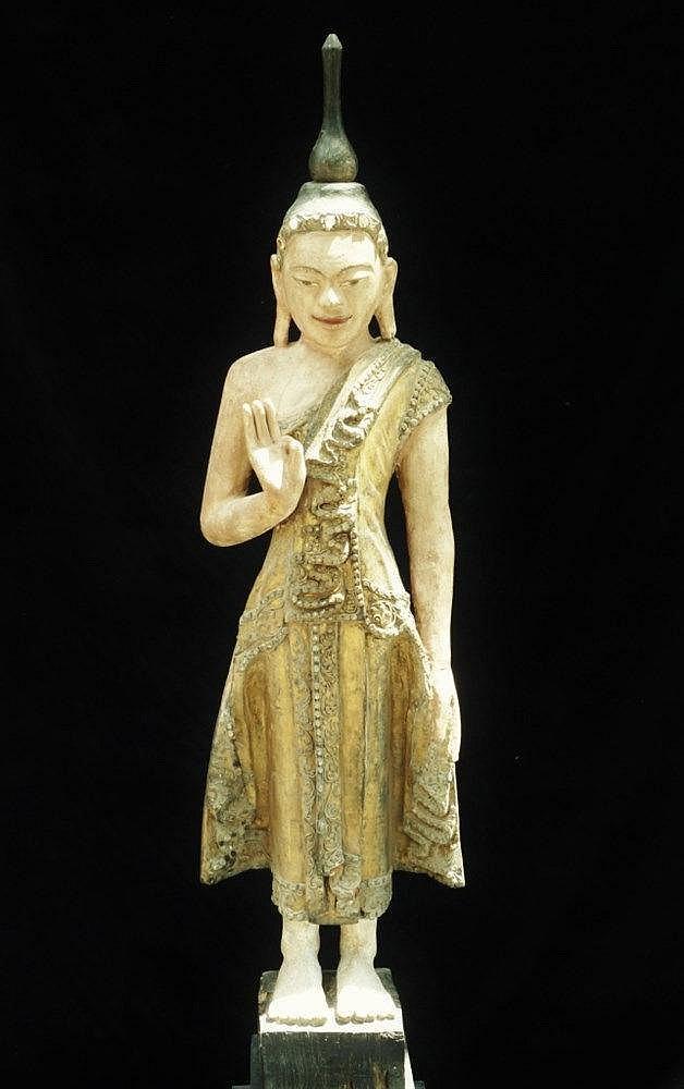 important bouddha debout au visage tr s expressif souriant. Black Bedroom Furniture Sets. Home Design Ideas