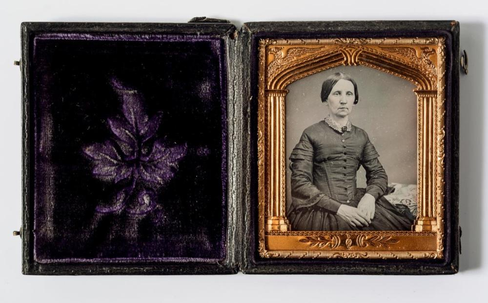 Exceptional 6th plate daguerreotype of a woman