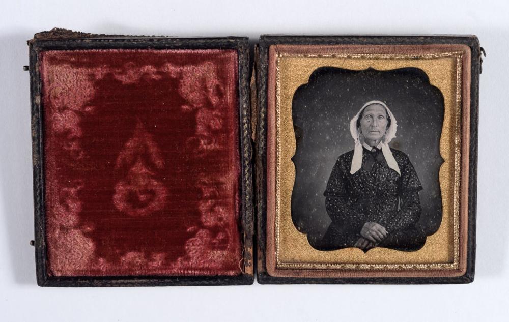 Well posed woman daguerreotype, 1850s