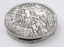 1950's Elliptic Silver Snuff Box With Relief of 3 Putti