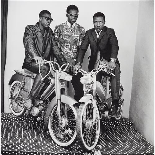 MALICK SIDIBÉ - Les Trois Amis avec Moto, 1975