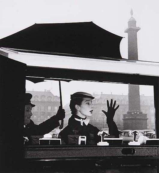 Bettina, la plus belle - Paris. Vitrine de Van Cleef et Arpels, Place Vendôme, 1953