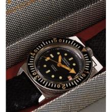 SWISS, LA SPIROTECHNIQUE - A very rare and attractive diver's wristwatch with screw down crown at 12, center seconds and date, circa 1965