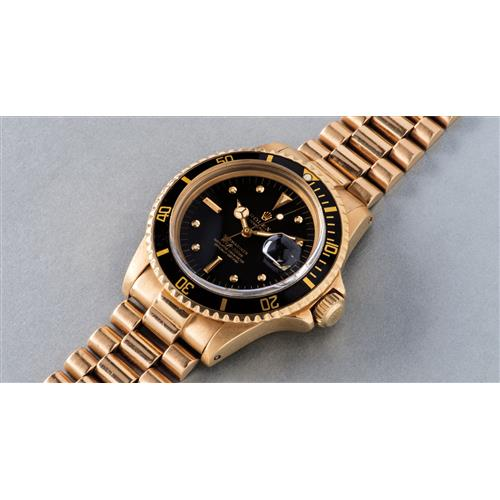 ROLEX - A fine and attractive yellow gold diving wristwatch with date, center seconds and bracelet, 1971