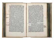 Asconius Pedianus Quintus. Expositio in IIII. orationes M. Tullii Cic. contra C. Verrem. & in orationem pro Cornelio. In orationem contra C. Antonium, & L. Catilinam. In orationem pro M. Scauro. In orationem contra L. Pisonem. In orationem pro Milone. atque harum rerum omnium index. (Al colophon:) Venetiis: in aedibus Aldi, et Andreae Asulani soceri, dicembre 1522.
