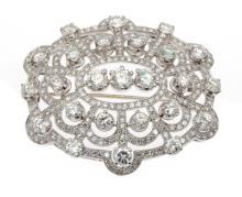 Spilla in oro bianco con diamanti, cts. 4.00 totali circa. An 18ct white gold and diamond brooch.