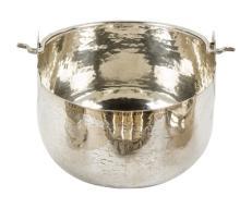 Secchiello in argento titolo 800. A silver small bucket.
