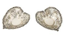 Gorham, coppia di alzatine in argento sterling, primi del Novecento. A couple of silver bowls by Gorham, early 20th Century.