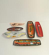 Lot de six plats oblongs aux décors polychromes divers, circa 1950-70, céra