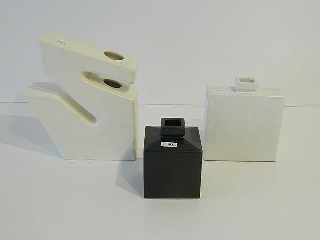 Ensemble de trois vases Design dont un en forme de Z et deux cubiques, circ