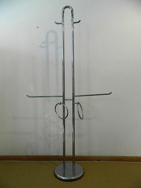 Porte-serviettes Design, circa 1980, métal chromé, h. 180 cm [chrome légère