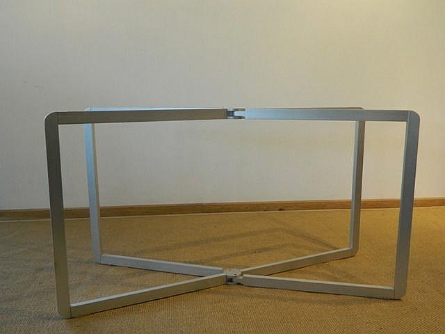 Piètement articulé pour table-console, circa 1968, acier gainé d'aluminium,