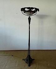 Important lampadaire tripode d'époque Art nouveau à six lumières, circa 190