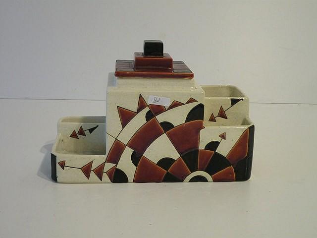 Garniture de bureau d'époque Art déco à décor géométrique polychrome, circa