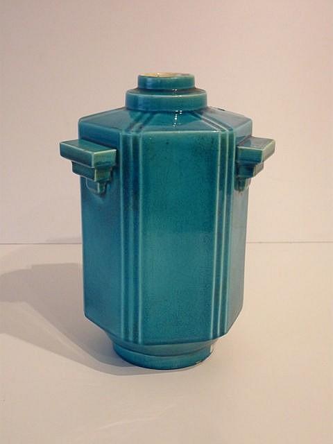 Vase hexagonal ansé d'époque Art déco, circa 1925, céramique à couverte tur