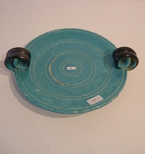 Coupe ansée, circa 1950, céramique à glaçure turquoise rehaussée de noir, m